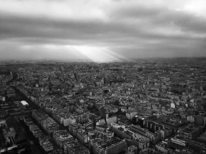 Притихший город в ожидании бури. Фотограф - Liz Vega.