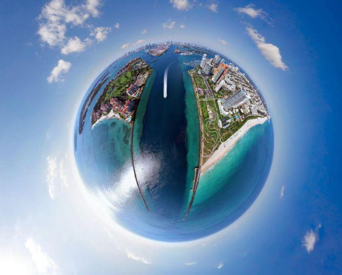 Город, расположенный на побережье Атлантического океана на юго-востоке Флориды.