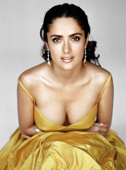 48-летняя мексикано-американская актриса, режиссёр, продюсер и певица.