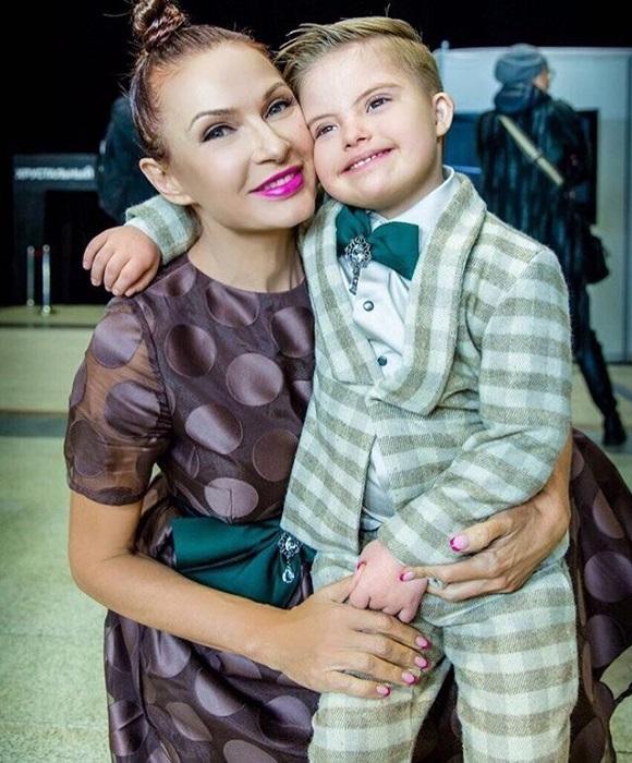 Актриса родила сына Семена 1 апреля 2012 года - накануне своего 43-летия, а этим летом удачно забеременела с помощью процедуры ЭКО. /Фото: fashion-kaleidoscope.ru