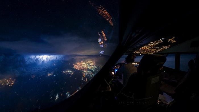 Потрясающий вид, который открывается взору пилотов.