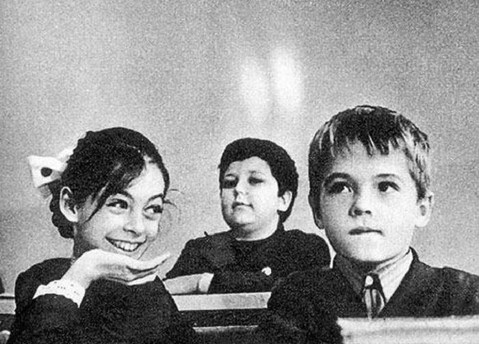 Самая крепкая дружба считается со школьной скамьи.