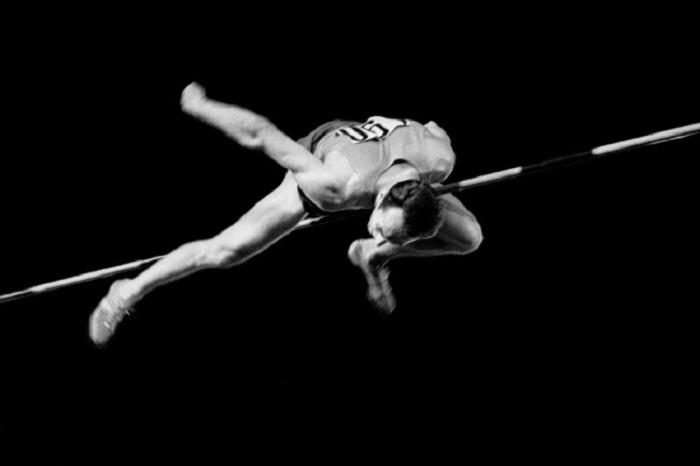 Советский легкоатлет Валерий Брумель, установивший шесть мировых рекордов, 1963 год. Фотограф Александр Птицын.