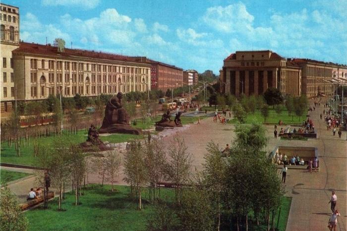 Названа в честь народного поэта Беларуси Якуба Коласа.