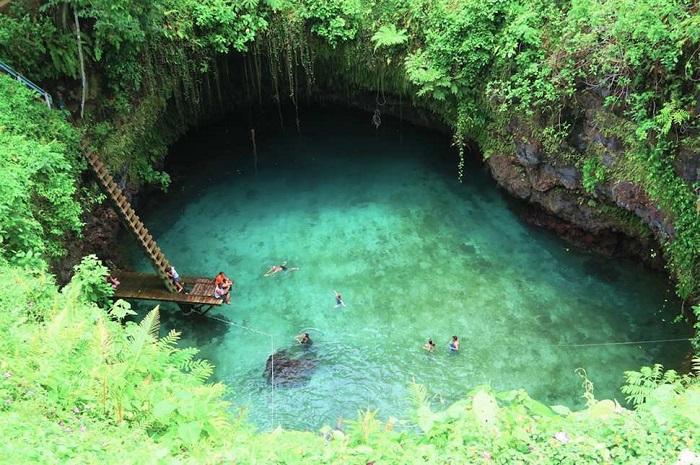 Одной из главных природных достопримечательностей острова Уполу государства Самоа.