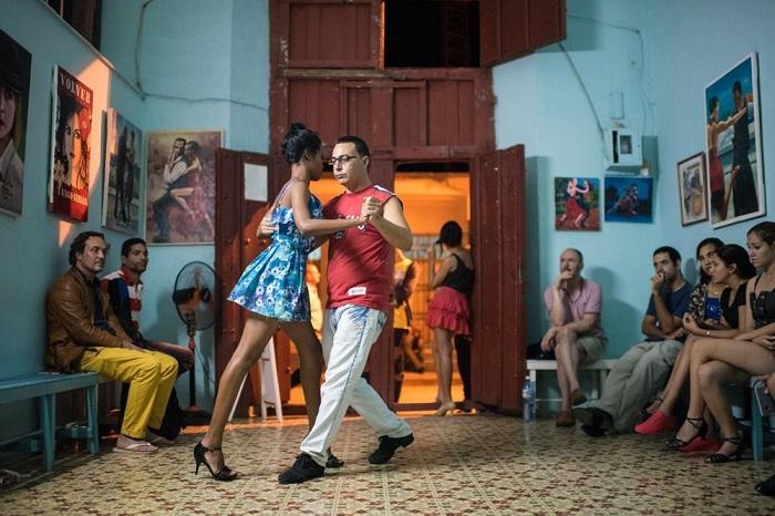 Категория «Люди/ Выбор аудитории» - американский фотограф Дениз Басс (Denise Bass) со снимком пары во время урока танцев в «Casa del tango».