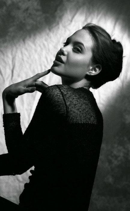 Анджелина отлично умела позировать еще в юные годы!