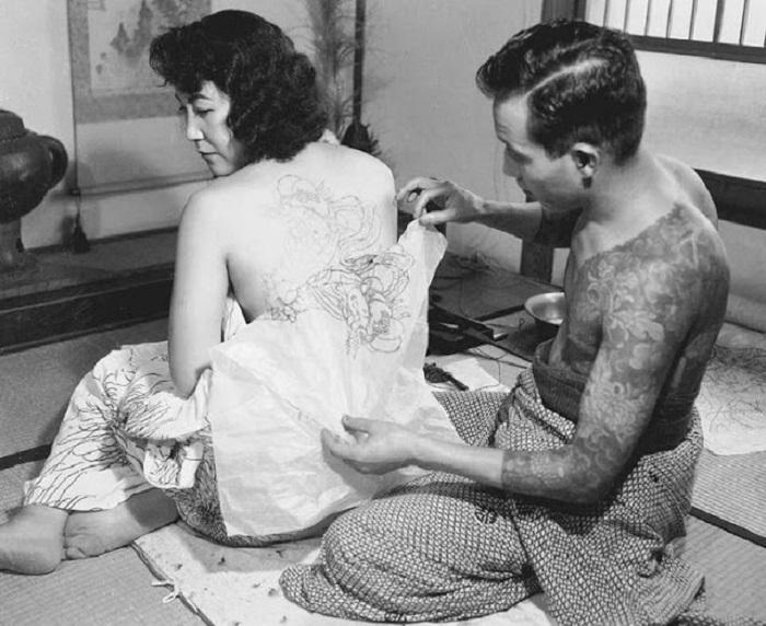 Для якудзы татуировка — это способ идентифицировать свою клановую принадлежность.