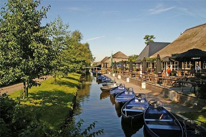 Тиха і красива село в Нідерландах.
