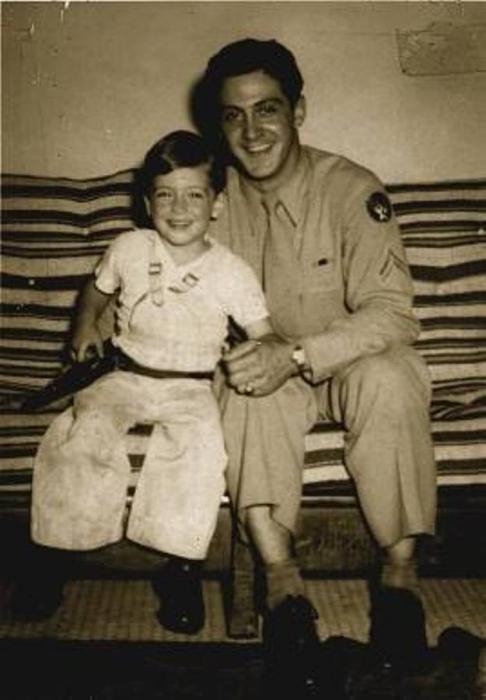 Поначалу Аль оставался с отцом, растить его помогала бабушка, Джозефина Пачино.