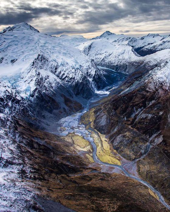 Альпы покрыты ледяной коркой.