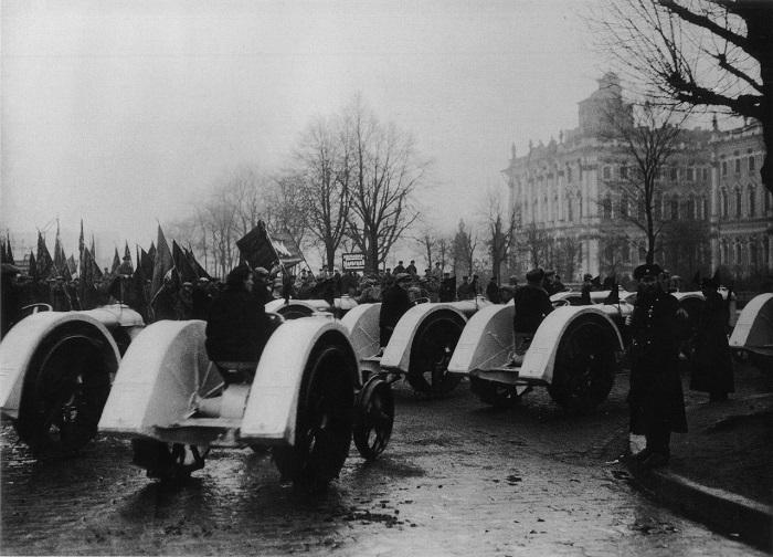 Первый колесный трактор «Фордзон-Путиловец» с задними колесами увеличенного диаметра, выпущенный по лицензии «Ford».