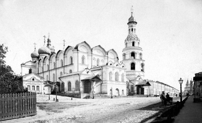 Самое крупное сооружение Казанского кремля и древнейшее из сохранившихся каменных построек Казани.