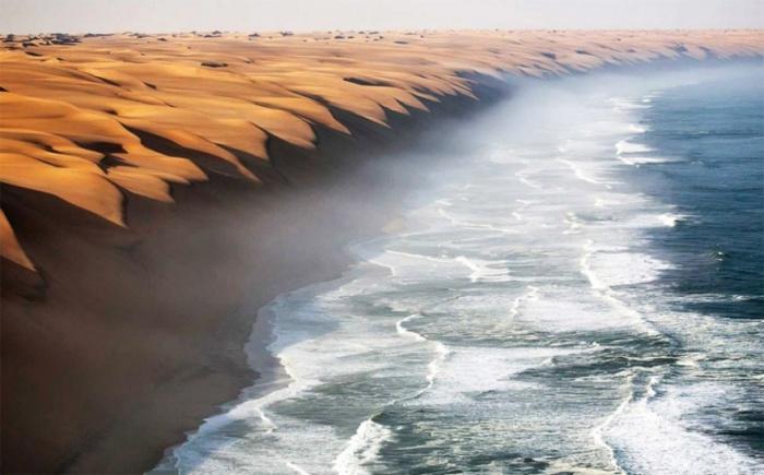 Берег возле великого песчаного моря часто окутан туманом, вызванным встречей холодного Бенгальского воздушного течения, идущего на север из Антарктиды, и более теплых, влажных ветров Атлантики.