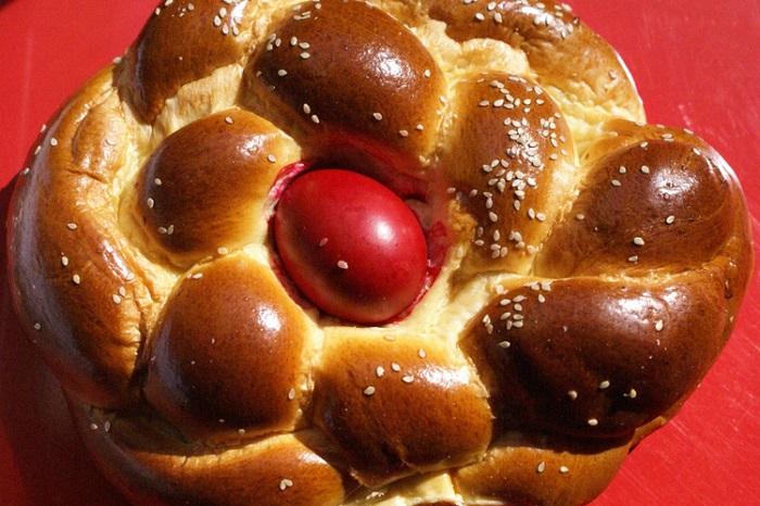 Сладкий хлеб, который готовят в Греции на Пасху.
