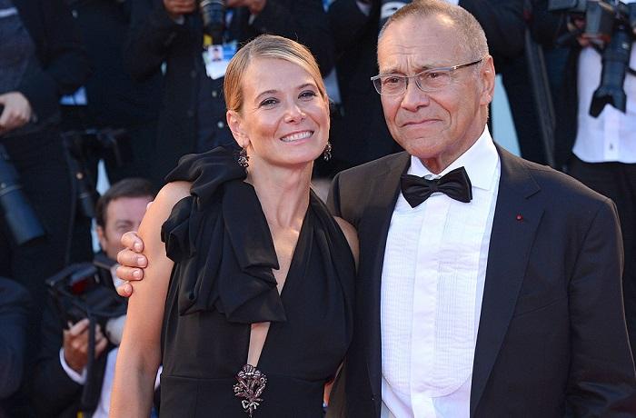 Актриса и телеведущая Юлия Высоцкая вышла замуж за знаменитого режиссера Андрея Кончаловского в 25, невзирая на разницу в 36 лет.
