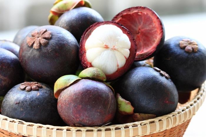 Небольшой по размерам экзотический фрукт, по вкусу немного похож на мандарин, смешанный со сладостью клубники, ананаса и манго.