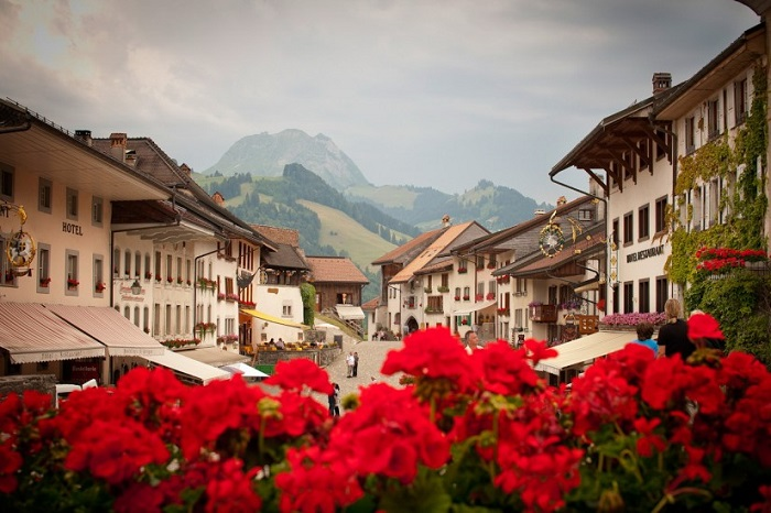 Одна з найбільш фотогенічних історичних сіл Швейцарії.