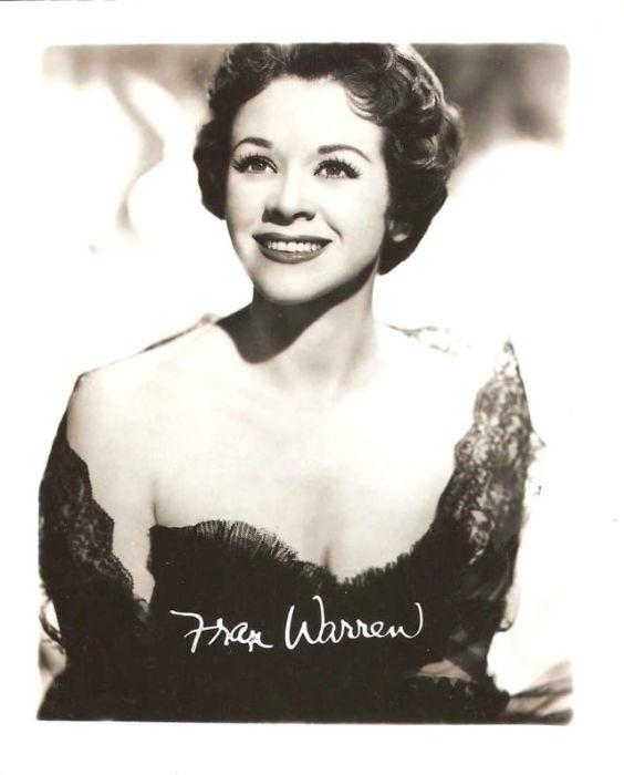 Популярная американская певица, известная под сценическим псевдонимом Фран Уоррен.