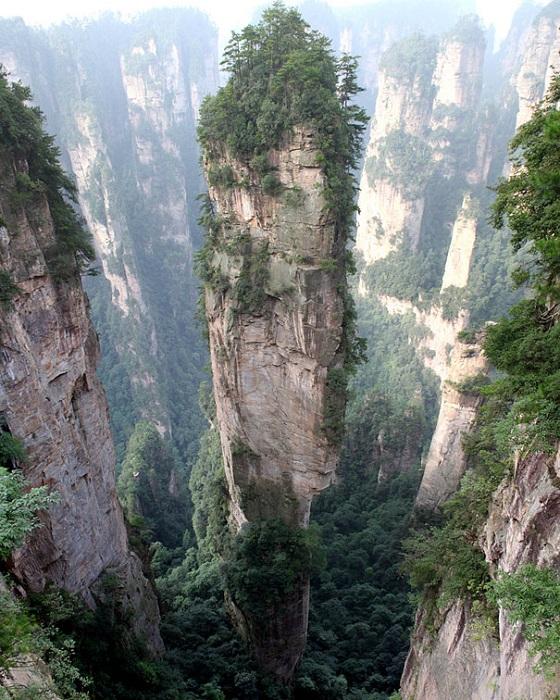 Тианзи - уникально высокие и тонкие горы.