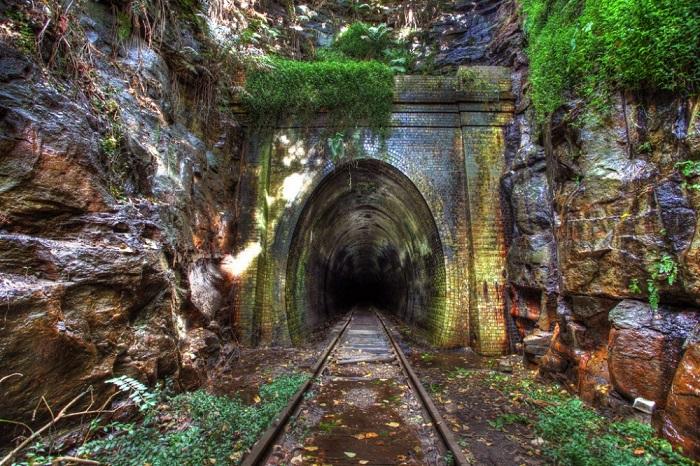 Железнодорожный тоннель города Хеленсбург, закрыт в 1915 году.