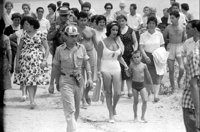 Архивная фотография была сделана в 1959 году на съемках фильма «Внезапно, прошлым летом».