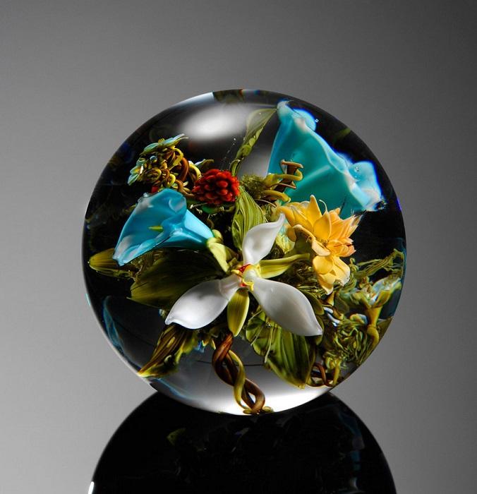 Композиция из разных цветов, созданная Полом Стэнкардом.