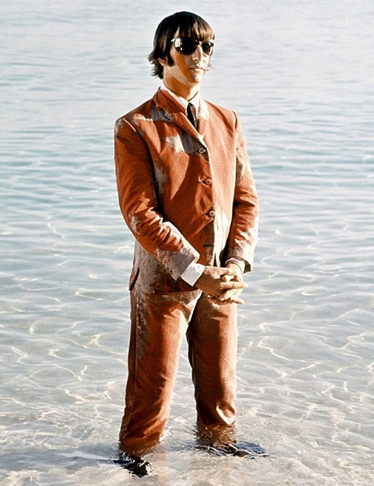 Настоящее имя Ричард Старки, британский музыкант, автор песен, актёр, барабанщик группы The Beatles.