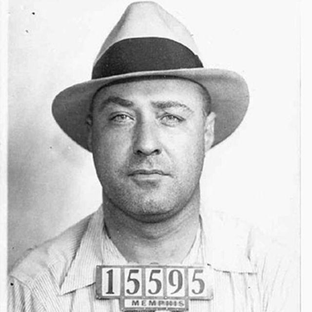 Пулемет Келли – американский гангстер времён сухого закона, который занимался контрабандой, разбоем и похищениями людей.