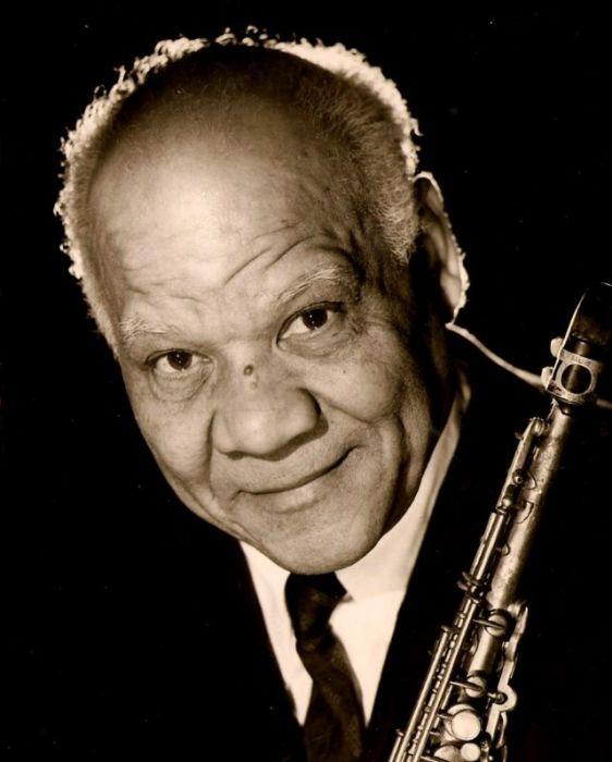 Джазовый кларнетист и сопрано-саксофонист, оказавший большое влияние на музыкантов Севера США и способствовавший становлению традиционного джаза в Европе.