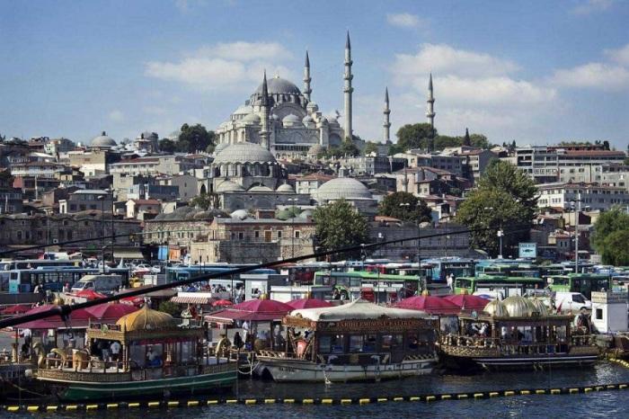 Один из крупнейших мегаполисов не только Европы, но и мира, население которого увеличивается с каждым днем.