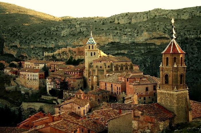 Місто-фортеця - одне з найкрасивіших місць Іспанії.