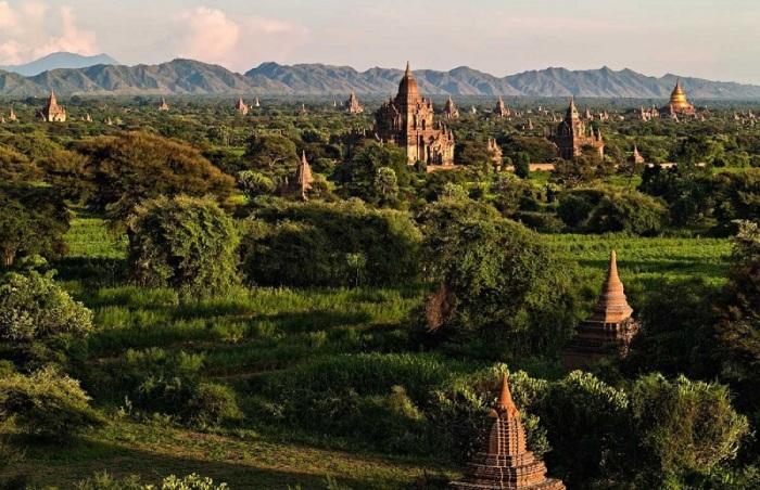 Древняя столица одноименного королевства на территории современной Мьянмы.