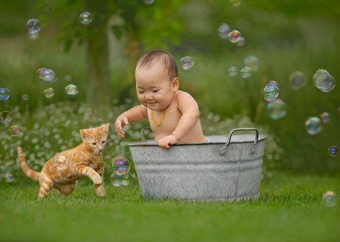 Игра с мыльными пузырями.