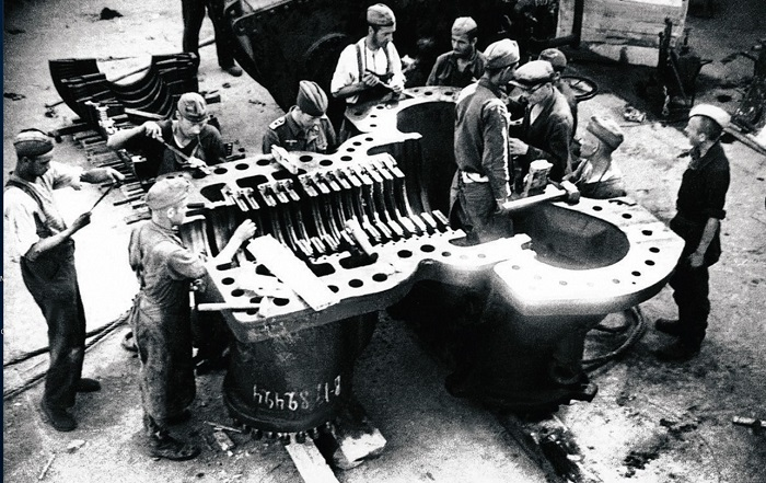 Работа в самом разгаре, 1947 год.