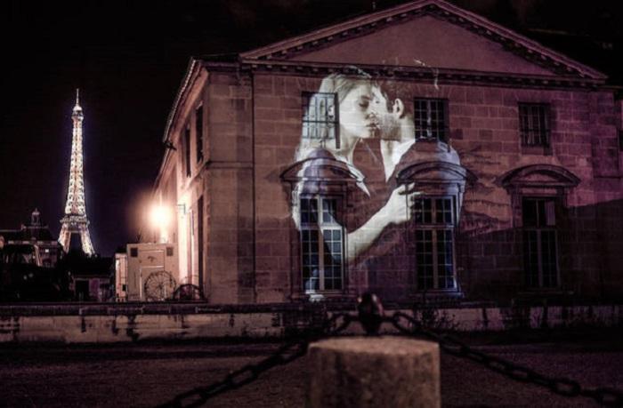 Правда же говорят, что Париж-это город романтики и влюбленных.