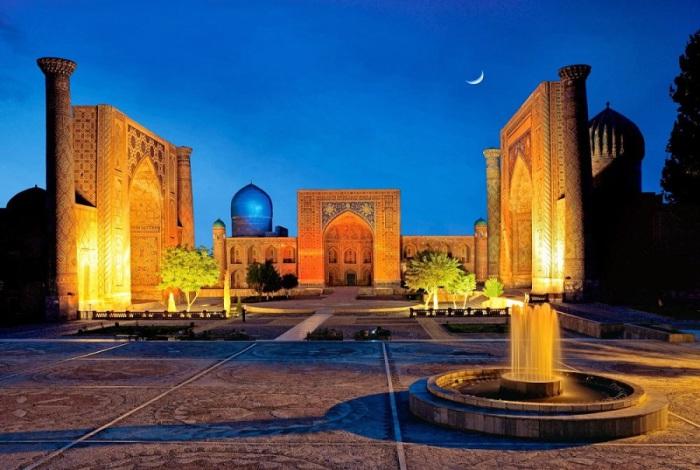 Второй по величине город в стране, более известный в античные времена как, Мараканда.