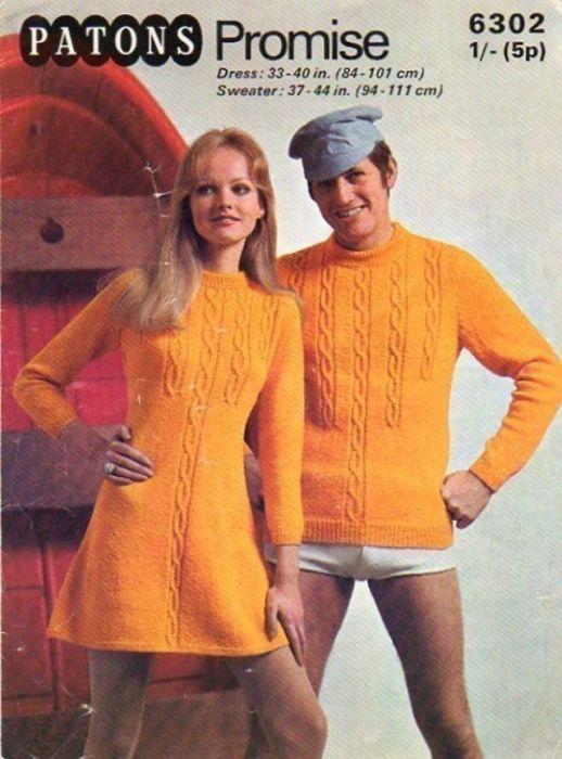 Яркое вязаное платье с косами для нее и свитер с идентичным узором для него – апельсиновая парочка!
