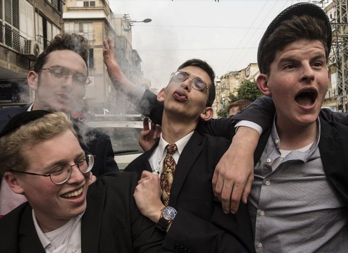 Автор снимка и победитель в категории «Уличная фотография» - Орна Наор (Orna Naor) из Израиля.
