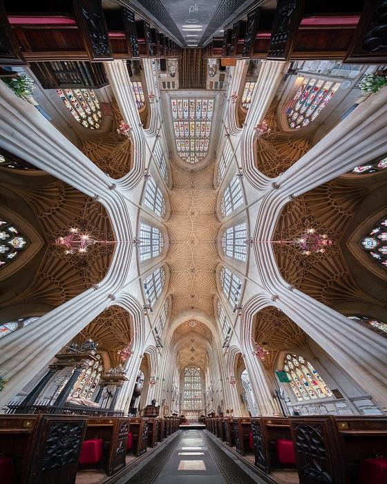 Впечатляющий панорамный снимок Батского аббатства Святых Петра и Павла, основанного в 8 веке.
