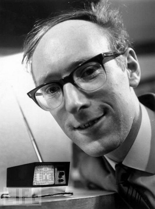 Мини-телевизор изобрел  британец Клайв Синклер в 1966 году.