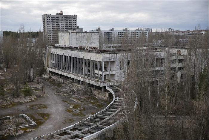 Здание бывшего припятского дома культуры.
