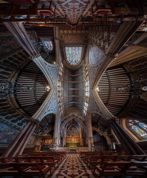 Англиканская церковь Всех Святых на Маргерет-стрит расположена в самом центре Лондона и является историческим памятником.