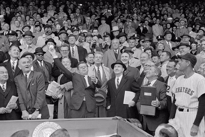 Кеннеди перед началом матча.
