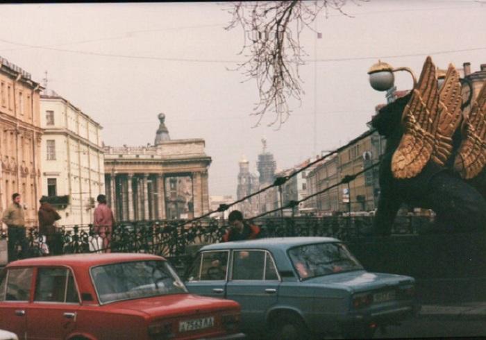 Банковский мост в Санкт-Петербурге с мифическими крылатыми львами, которых часто ошибочно принимают за грифонов.
