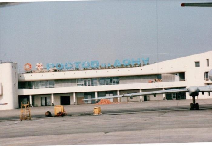 Аэровокзал Ростов-на-Дону в то время был единственным международным аэропортом Ростовской области.