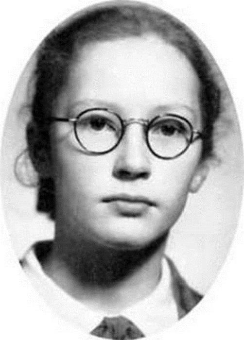 Алла Пугачева в детстве.