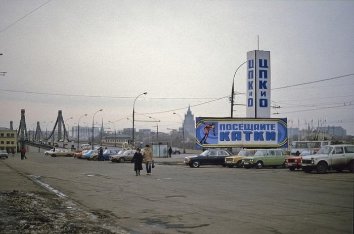Парковка рядом с Парком Культуры.