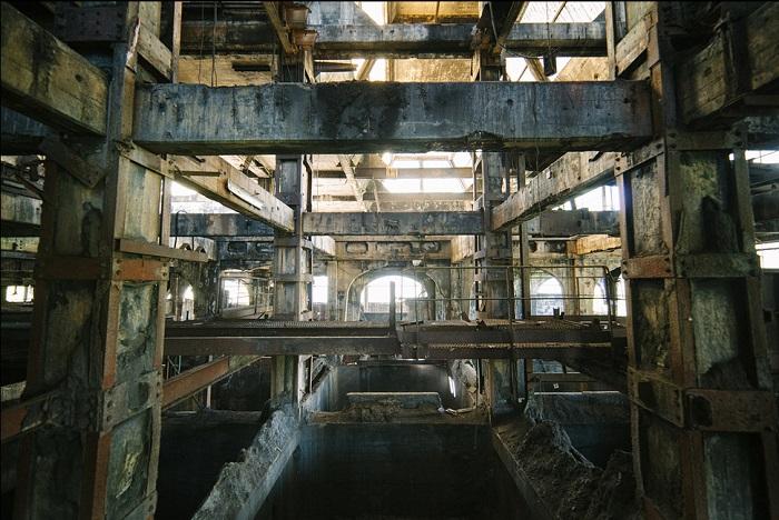 Заброшенный угольный завод-призрак.