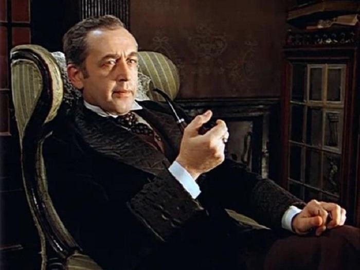 15 июня 2006 года Василию Ливанову послом Великобритании в Москве был вручён Орден Британской империи за лучший экранный образ Шерлока Холмса.